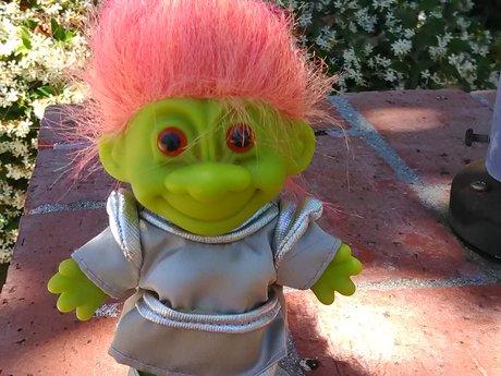 alien troll