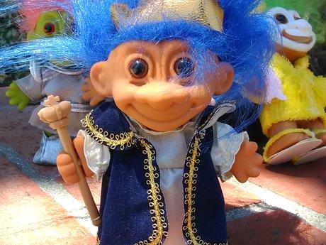 a kingly troll