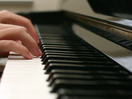 Teaching basic skills of piano!