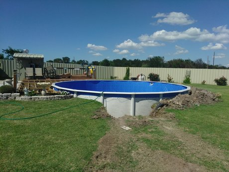 Above ground pool servicing
