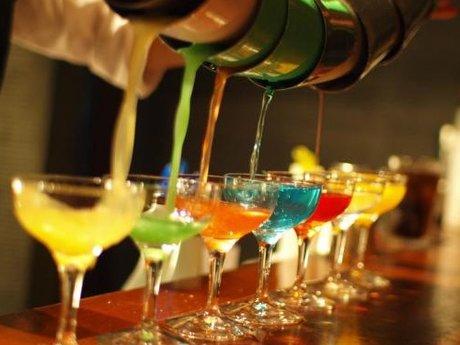 Craft cocktail bartending