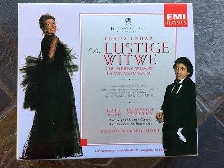 Die Lustige Witwe CDs