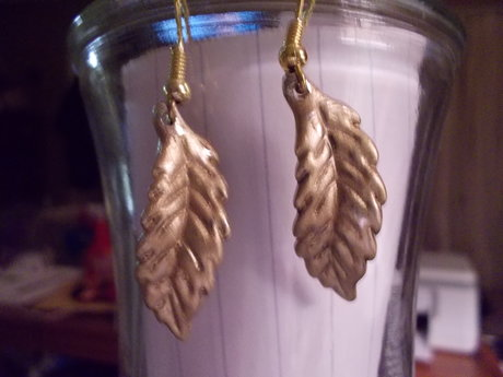 Gold tone leaves