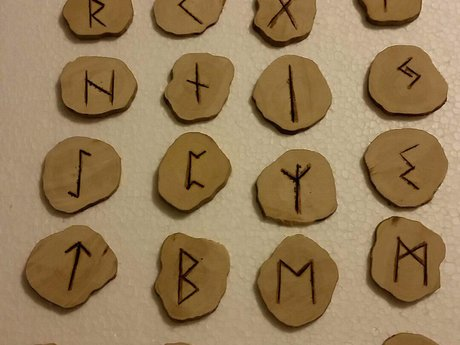 RANDOM Rune Wood Set