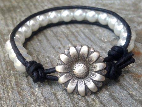 Glass pearl leather bracelet daisy