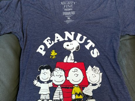 Peanuts XL T-shirt - Gently Used