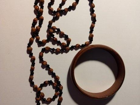 Wood bracelet/necklace seeds/beads