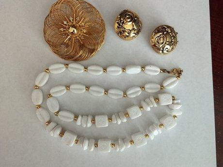 Necklace, earrings & brooch