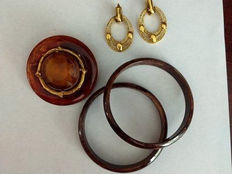 Earrings, brooch & bangles