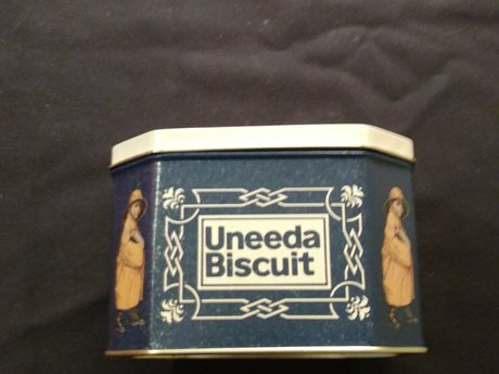 Uneedabiscuit tin
