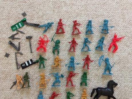 24 cowboys, Indians & horse