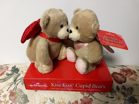 Kiss Kiss Cupid Bears