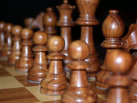 Learn the basics of chess / échecs