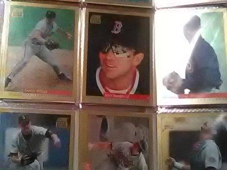 8 MLB baseball cards somProtectors