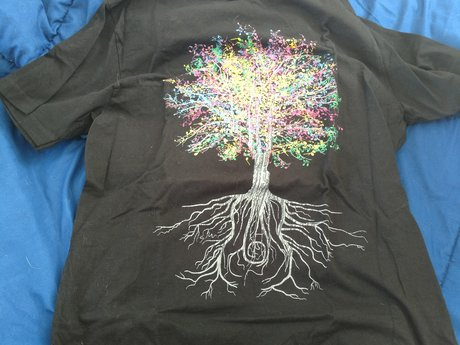 Threadless T-shirt - Medium