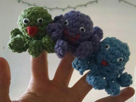 Crochet an octopus finger puppet!