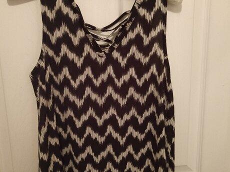 Grayson/ Threads XS shirt
