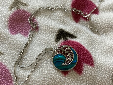 Feather design necklace!