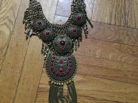 Beautiful goddess necklace choker