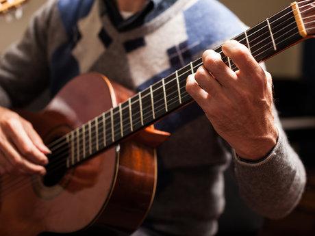 Travis/finger picking Guitar lesson