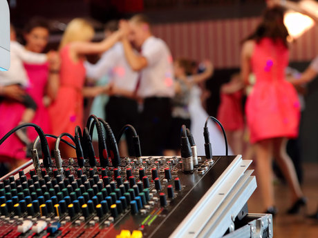 DJ Service for Weddings /Parties