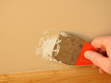 Drywall worker, fix holes in walls