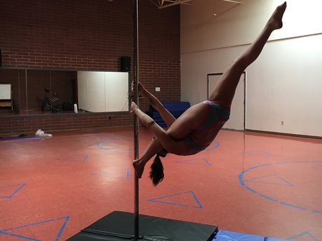 60 minute pole dance lesson