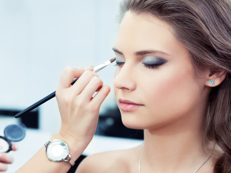 Apply your makeup like a pro!