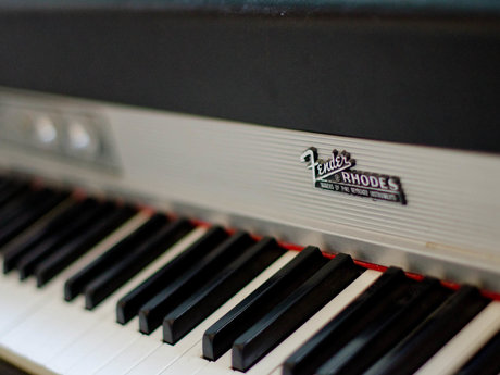 Play Fender Rhodes Electric Piano