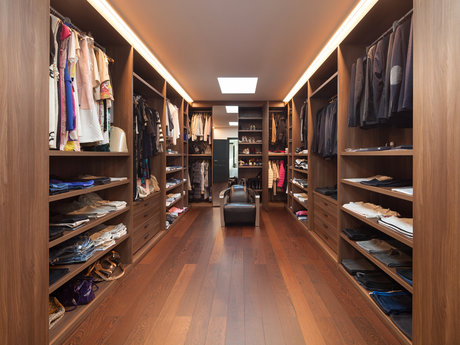 Fashion stylist/closet consultant