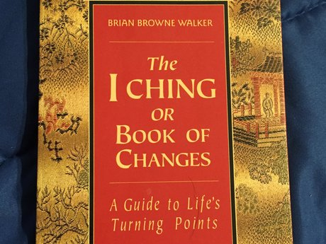 I Ching consultation session