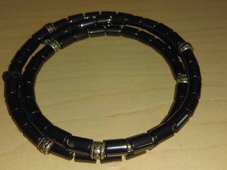 Hematite chocker on memory wire