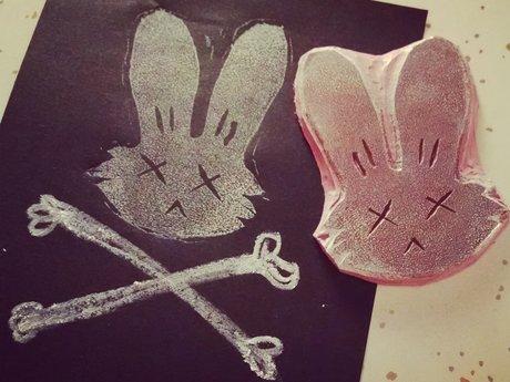Mini lino cut: dead bunny