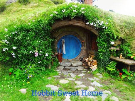 Hobbit Sweet Home magnet postcard